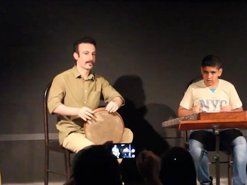 اجرای قطعه استاد مشکاتیان توسط نوجوان با استعداد