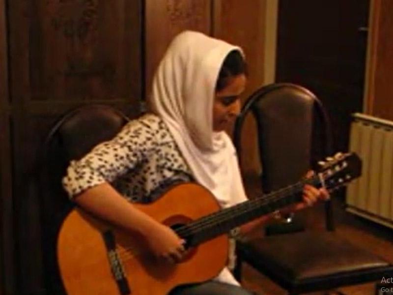 اجرای هنرجوی گیتار