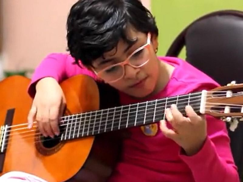 گیتار نواز کوچولو