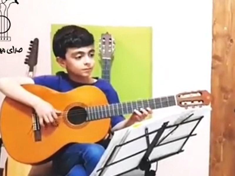 گیتار نواز کوچک