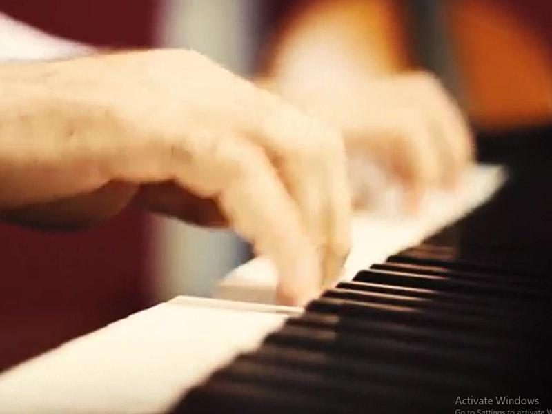 تکنوازی پیانو مدرس پیانوی آموزشگاه موسیقی صدای مهرورزان
